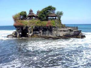 tanah-lot-rock-temple